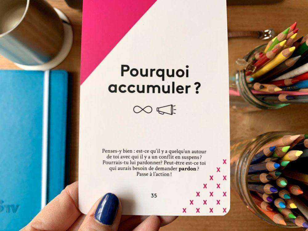 bonne communication carte ETA InnoveLab pourquoi accumuler table avec crayons couleurs et cahier